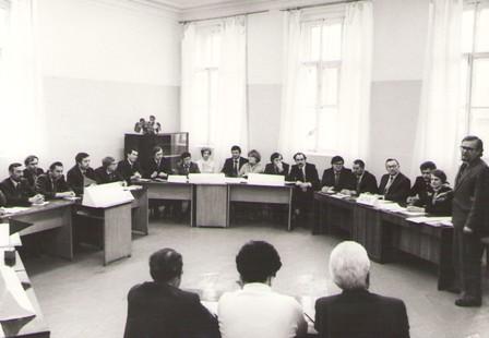 Инновационный семинар с вышим руководством завода проводит Вячеслав Дудченко (на фотографии справа) 1984 год.